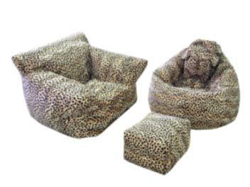 Бескаркачные кресла и пуф