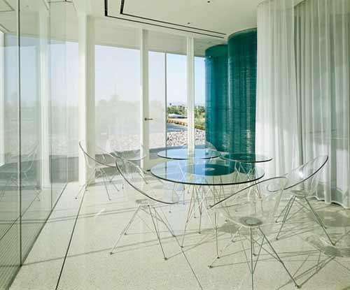Мебель из стекла и термопластика